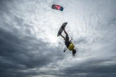 ljus surfare för aftondrakesun Arkivfoto