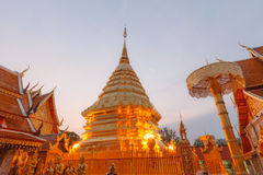 Ljus suthep för doi för phrathat för morgonpagodwat på Chiang Mai Royaltyfri Bild
