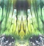 Ljus symmetrisk bakgrund Blått-, gräsplan- och gulingpigment abstrakt målningsvattenfärg Royaltyfri Foto