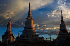 Ljus tid Bangkok Thailand för Wat pichayayatigaramkant Royaltyfri Bild