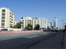 Ljus trafik på den Olaya gatan i Riyadh Arkivfoton