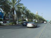 Ljus trafik på den Tahlia gatan i Riyadh Royaltyfri Foto