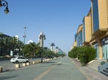Ljus trafik på den Tahlia gatan i Riyadh Arkivbilder