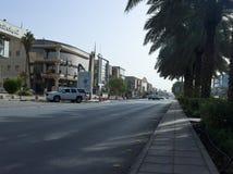 Ljus trafik på den Tahlia gatan i Riyadh Royaltyfri Fotografi