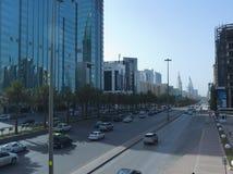 Ljus trafik på konungen Fahad Road Royaltyfri Fotografi