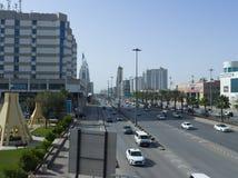 Ljus trafik på konungen Fahad Road Arkivbild