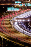 ljus trafiktrail för huvudväg Arkivfoto