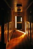 Ljus tryckning från den öppna dörröppningen Royaltyfria Bilder
