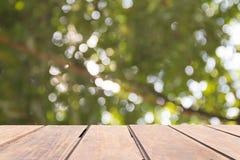 Ljus vit bokeh från träd Arkivfoto