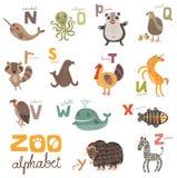 Ljusa alfabetuppsättningbokstäver med gulliga djur stock illustrationer