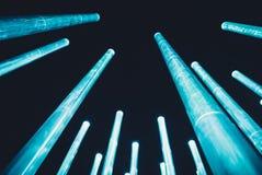 Ljusa arkitektoniska beståndsdelar på natten Fotografering för Bildbyråer