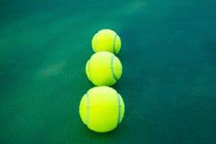 ljusa bakgrundsbollar - grön homogen lay mer en tennis Royaltyfri Fotografi