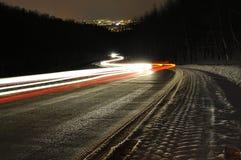 Ljusa bilbillyktor Fotografering för Bildbyråer