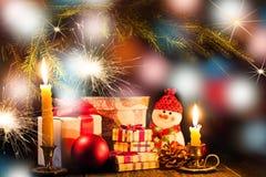 Ljusa bokeh och julsymboler Royaltyfria Bilder