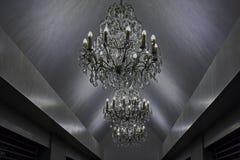 Ljusa chandlers med kristaller Fotografering för Bildbyråer