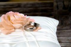 ljusa cirklar för bakgrund som gifta sig white Royaltyfri Fotografi