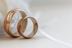 ljusa cirklar för bakgrund som gifta sig white Arkivbilder