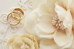 ljusa cirklar för bakgrund som gifta sig white Arkivfoton
