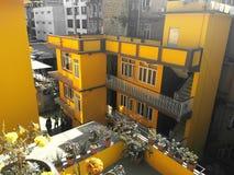 Ljusa färger av ledsna städer royaltyfria foton