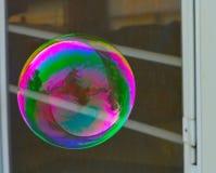 Ljusa färger för bubbla av regnbågen Arkivfoton