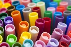 ljusa färgrika pennor Royaltyfri Foto