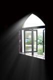 ljusa fönster Arkivfoto