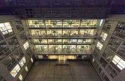 ljusa fönster Arkivbild