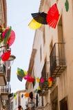 Ljusa fans ovanför den smala europeiska gatan Royaltyfria Bilder
