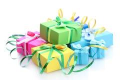Ljusa gåvor med bows Royaltyfria Bilder