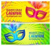 Ljusa karnevalmaskeringar på mallar för guling- och gräsplanMardi Grass baner Royaltyfria Foton