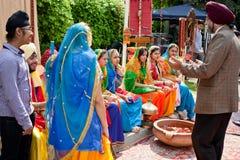 ljusa klädd indisk national för dräkt dansare Arkivfoton