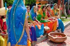 ljusa klädd indisk national för dräkt dansare Royaltyfri Fotografi