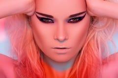 ljusa modekanter gör model blekt sexigt övre Royaltyfri Fotografi