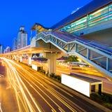 ljusa natttrails för huvudväg Royaltyfria Foton