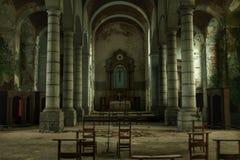 Ljusa nedgångar i en gammal kyrka Royaltyfri Foto