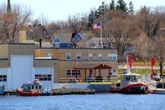 Ljusa och färgrika fartyg längs den Erie kanalen, Oswego, New York, 2016 Royaltyfri Foto
