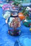 Ljusa och härliga färger av plast- blommor Royaltyfri Fotografi