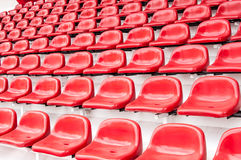 Ljusa röda stadionplatser Royaltyfri Fotografi