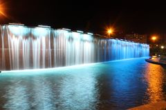 Ljusa springbrunnar i Paseo Santa Lucia Arkivbilder