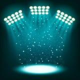 Ljusa stadionstrålkastare på mörker - blå bakgrund Royaltyfri Foto