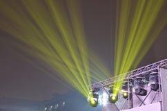 Ljusa strålar för laser i himmel royaltyfria foton