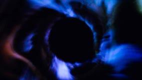 Ljusa strömmar in i ett svart hål i utrymme Hyperspace hopp till och med stjärnorna till ett avlägset utrymme Abstrakta partiklar stock video