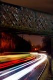 Ljusa strimmor av drev på natten Royaltyfria Foton