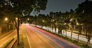 Ljusa strimmor på natten Arkivfoton