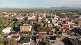 Ljusa Sunny Daylight Sky Aerial Perspective i stadens centrum Lynchburg Virginia arkivfilmer