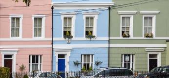 Ljusa terrasserade hus royaltyfri foto