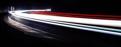 Ljusa tralightslingor i tunnel Långt exponeringsfoto i en tunel Royaltyfria Foton