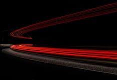 Ljusa tralightslingor i tunnel Långt exponeringsfoto i en tunel Royaltyfri Fotografi