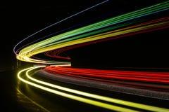 Ljusa tralightslingor i tunnel Långt exponeringsfoto i en tunel Royaltyfri Foto