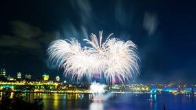 Ljusa vita fyrverkerier | Quebec City royaltyfri bild